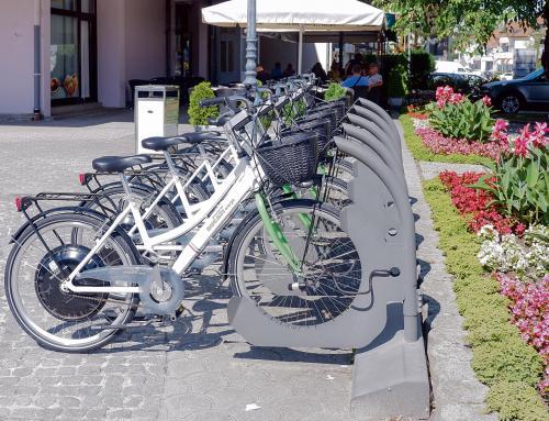 Na Trgu Svetog Trojstva postavljeni električni bicikli