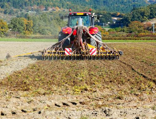 PU Varaždinska izdala upozorenje vozačima traktora i drugih radnih strojeva – očistite blato s kotača