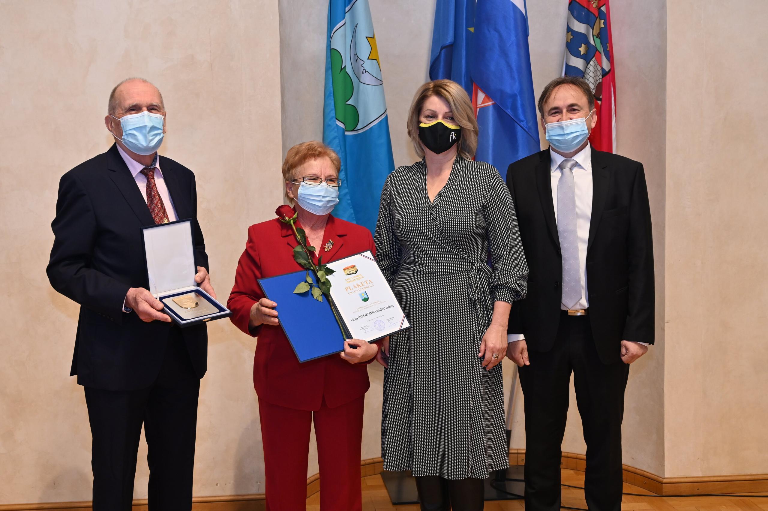 Nagrad je uručena Franciski Schubert čijom je inicijativom udruga osnovana